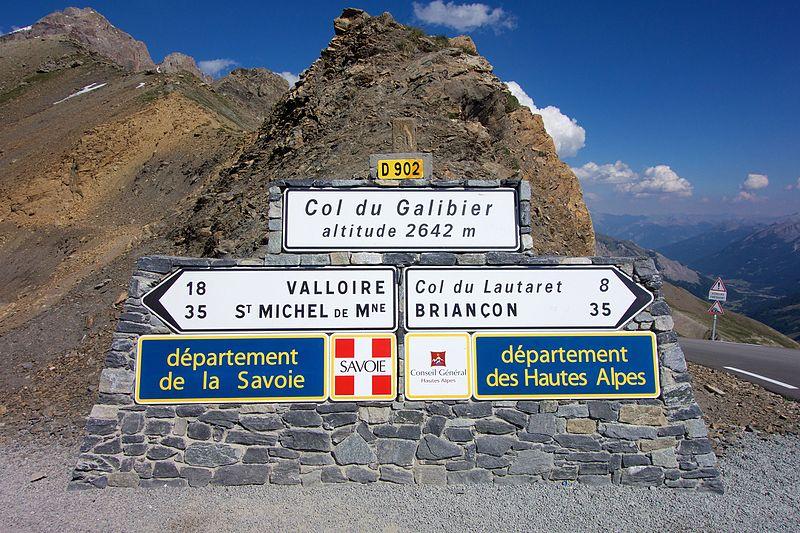 Photo des panneaux au col du Galibier